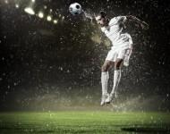 Lire la suite de Football : faire souvent des têtes triple les symptômes de commotion
